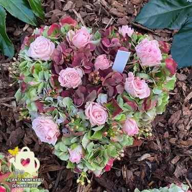 a1-a-bloemstukken-hartje-roze-roosjes