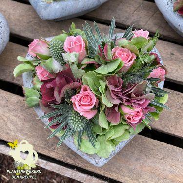 a1-bloemstuk-beton-hartje-roze