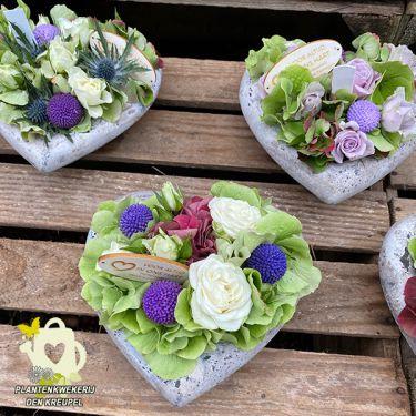 a1-bloemstuk-betonnen-hartjes