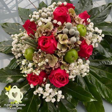 a1-bloemstuk-rode-rozen-gipskruid