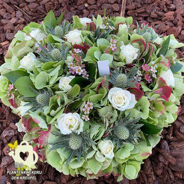 a1-bloemstuk-wit-hart-groen