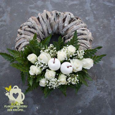grafdecoratie-witte-roosjes
